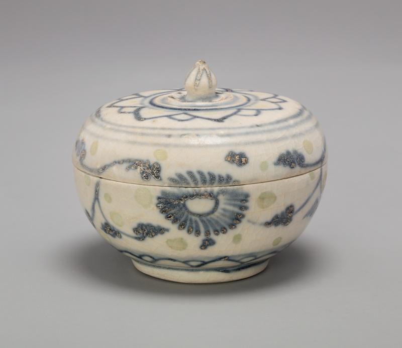Covered box with lotus bud knob and lotus flower motif on lid the covered box with lotus bud knob and lotus flower motif on lid mightylinksfo
