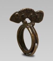 Ring Depicting a Chameleon
