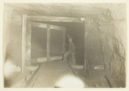 Young Trapper Boy in West Virginia Coal Mine)