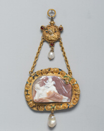 Pendant with a Cameo of Venus and Cupid
