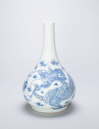 Bottle-Shaped Vase with Dragon Chasing Flaming Pearl